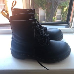 Worn once women's 1460 Dr. Martens leather boots